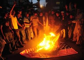 Activists of Pakistan's Sunni Tehreek (S